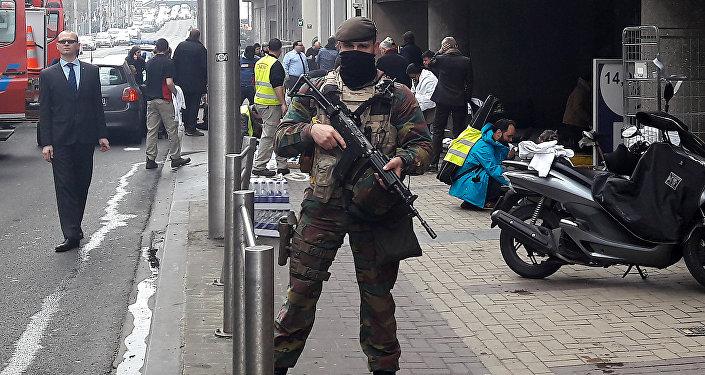 Soldado belga en el lugar del atentado en Bruselas
