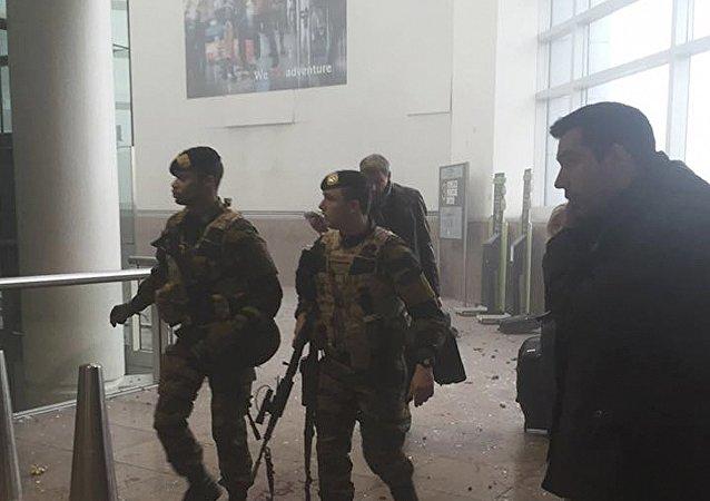 Soldados belgas en el aeropuerto de Zaventem, Bruselas