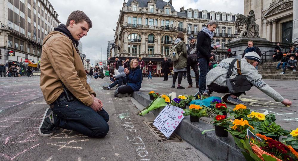 Flores en homenaje a las víctimas de los atentados en Bruselas