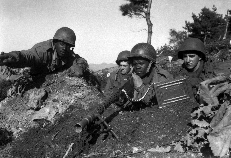 Soldados de la 2ª División de Infantería de EEUU en acción cerca del río Ch'ongch'on, 20 de noviembre de 1950.
