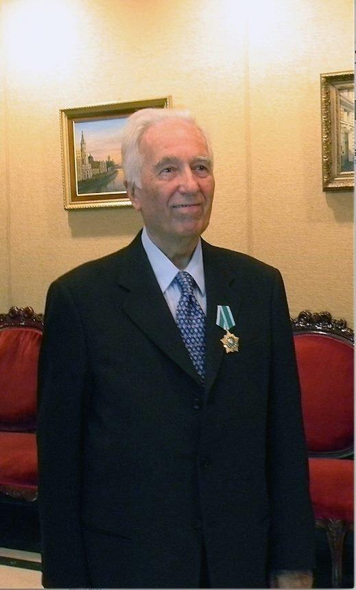 Darío Salas Sommer, filósofo chileno condecorado con la Orden de la Amistad