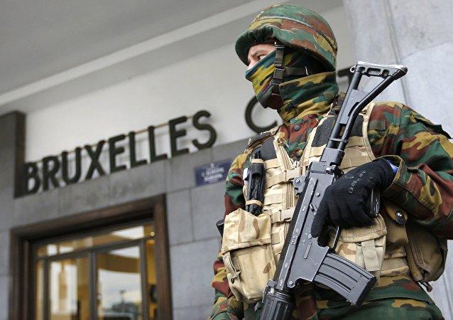 Un policía en Bruselas, Bélgica
