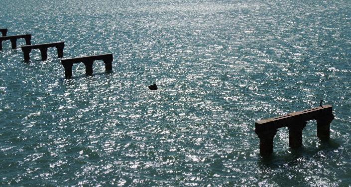 Las consecuencias del choque del buque turco contra la estructura auxiliar para el puente a Crimea