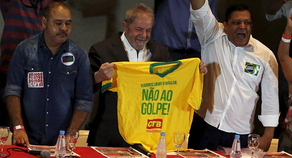 Lula da Silva, expresidente de Brasil (centro)