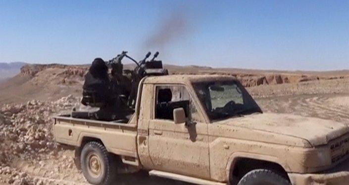 Un terrorista de Daesh dispara desde una camioneta (archivo)
