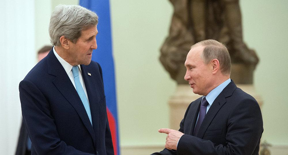 Presidente Vladímir Putin con el secretario de Estado John Kerry