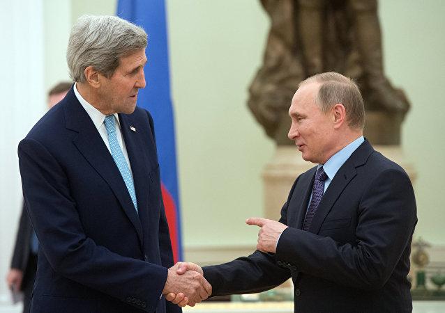 Presidente de Rusia, Vladímir Putin, y el secretario de Estado de EEUU, John Kerry  (archivo)
