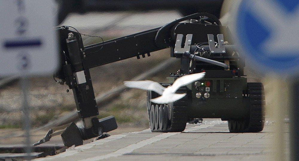 Un robot antiminas usado en la operación policial en Schaerbeek