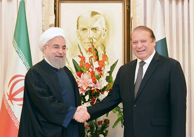 Presidente de Irán, Hasán Rohani, y primer ministro pakistaní, Nawaz Sharif