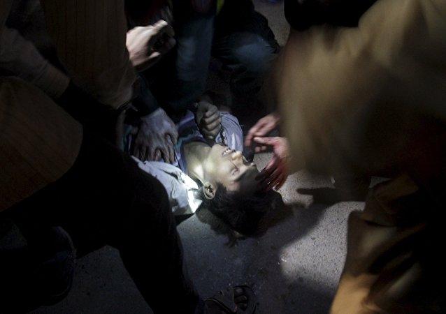 Un hombre herido después de una explosión en Lahore, Pakistán
