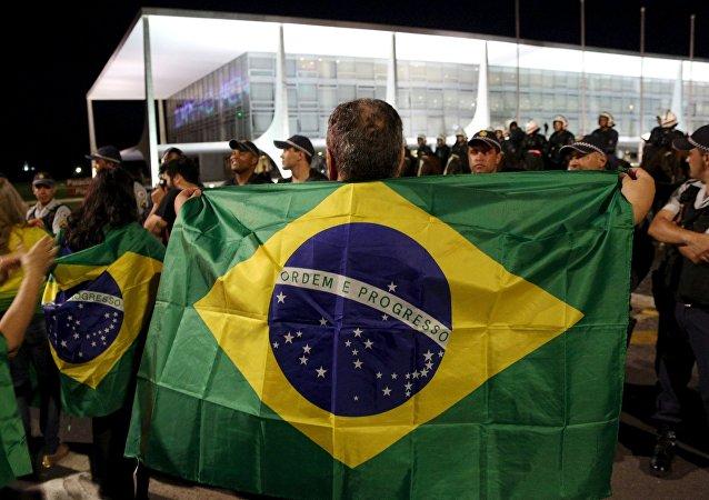 Brasileños críticos contra el Gobierno