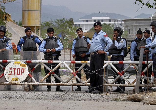 Los agentes de la policía en Islamabad