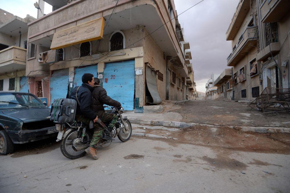 Los Halcones del Desierto y los soldados del ejército sirio en Palmira