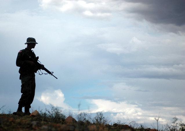 Un soldado de la Guardia Nacional en la frontera con México