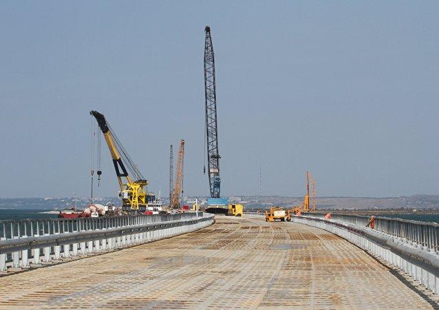 Puente provisional a través del estrecho de Kerch