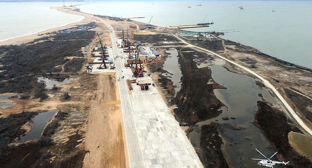 Construcción del puente sobre del estrecho de Kerch, 18 de marzo, 2016