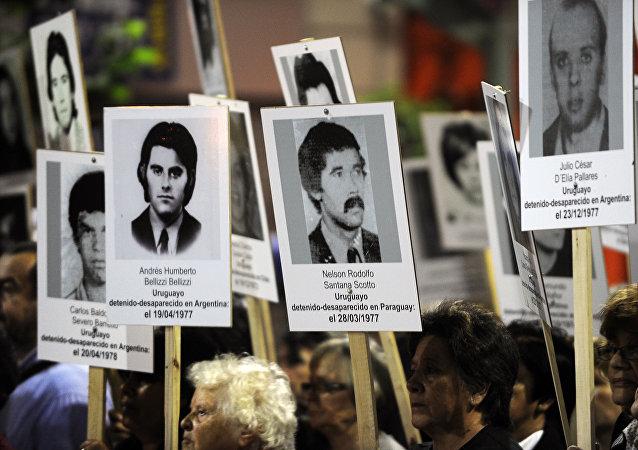 Fotos de desaparecidos durante la dictadura (archivo)