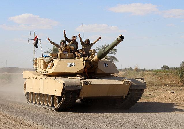 Soldados iraquí cerca de la ciudad de Hit