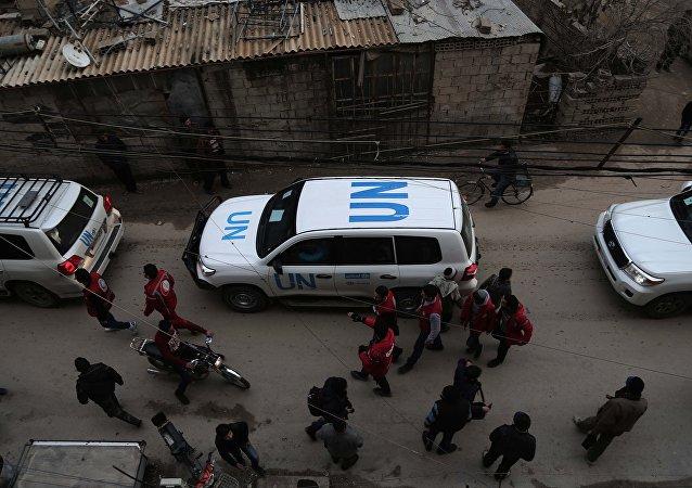Vehículos de la ONU con la ayuda humanitaria para los sirios