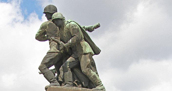 Un monumento soviético en Varsovia, la capital de Polonia