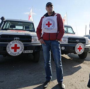 Un representante de la Cruz Roja en Lugansk