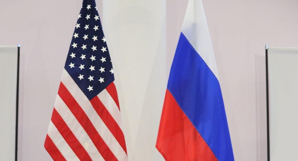 Banderas de Rusia y de EEUU (archivo)
