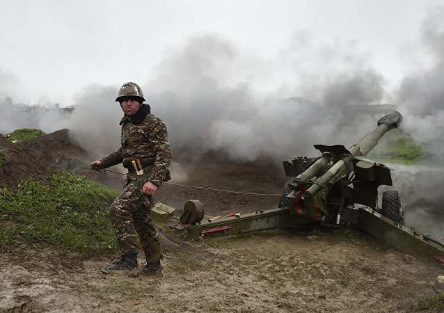 Unidad de artillería de las Fuerzas Armadas de Armenia en Nagorno Karabaj