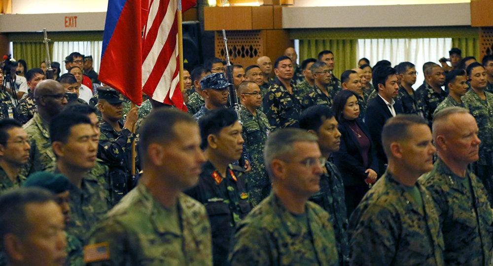 Militares filipinos y estadounidenses (archivo)