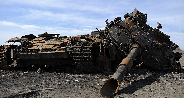 Un tanque destruido (Archivo)