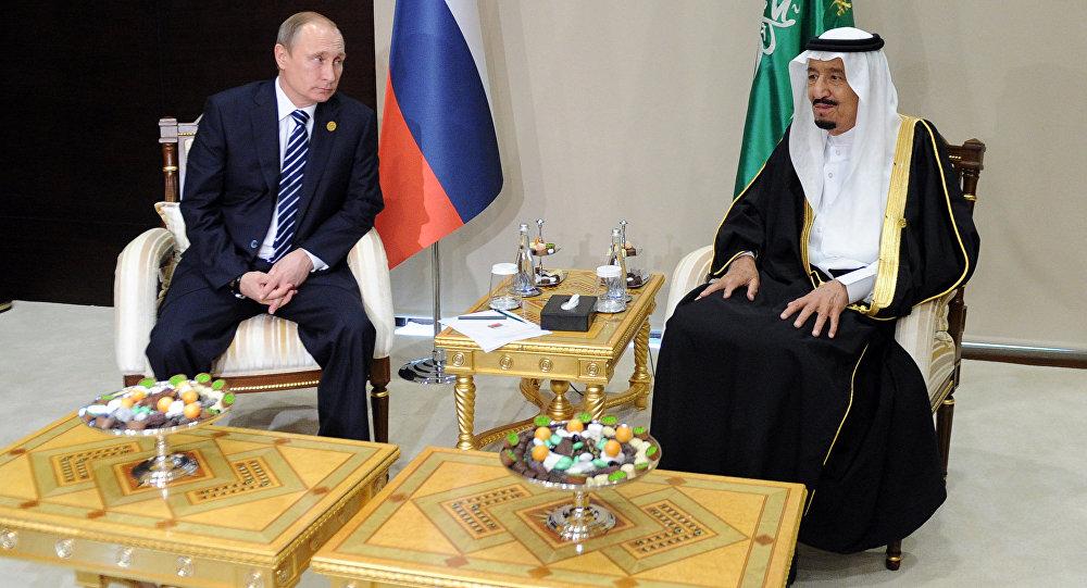 Vladímir Putin, presidente de Rusia, y Salmán bin Abdulaziz, rey de Arabia Saudí
