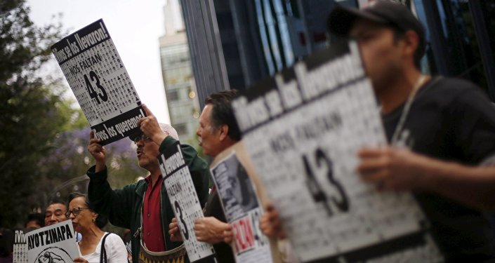 Manifestación por la masacre de los estudiantes de Ayotzinapa