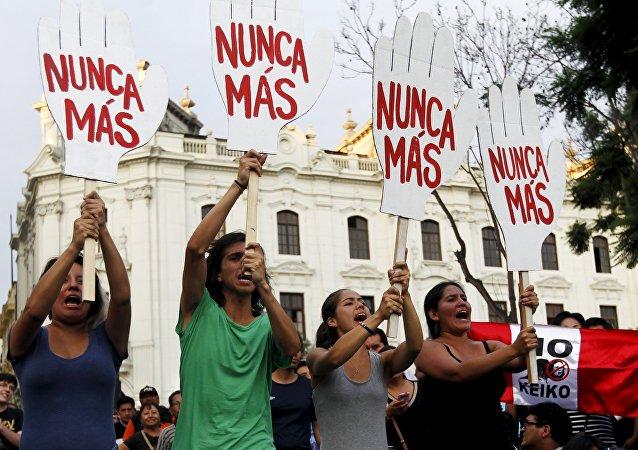Protestas contra Keiko Fujimori durante su campaña electoral en 2016.