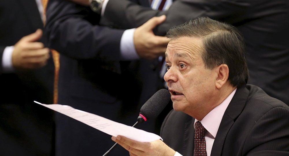 Jovair Arantes, diputado responsable del informe final en la Comisión Especial de Impeachment en la Cámara de los Diputados de Brasil