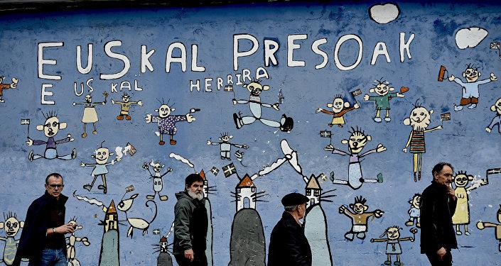 Frase en la pared dice: Prisionero del País Vasco