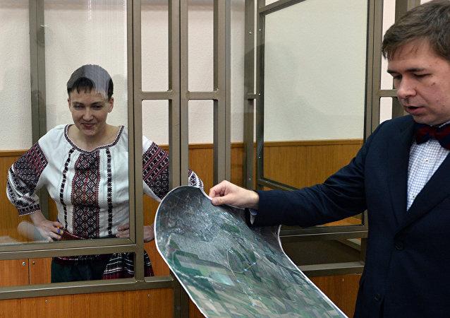 Nadezhda Sávchenko y uno de sus abogados, Iliá Nóvikov