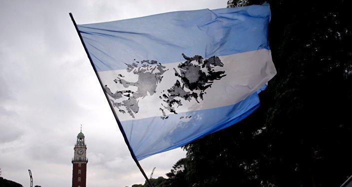 Bandera argentina con imagen de Islas Malvinas