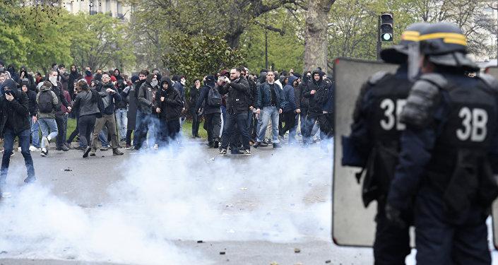 Los enfrentamientos durante la protesta en París. El 9 de abril del 2016