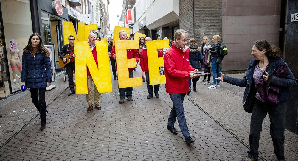 Manifestación en contra de la asociación entre la UE y Ucrania en Holanda