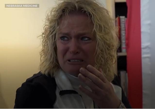 Madre rompe a llorar al oír el latido del corazón de su hijo muerto