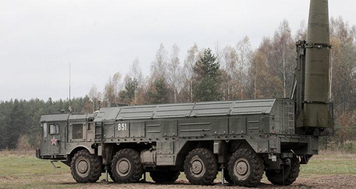 Las maniobras con el uso del complejo de misiles tácticos ruso Iskander