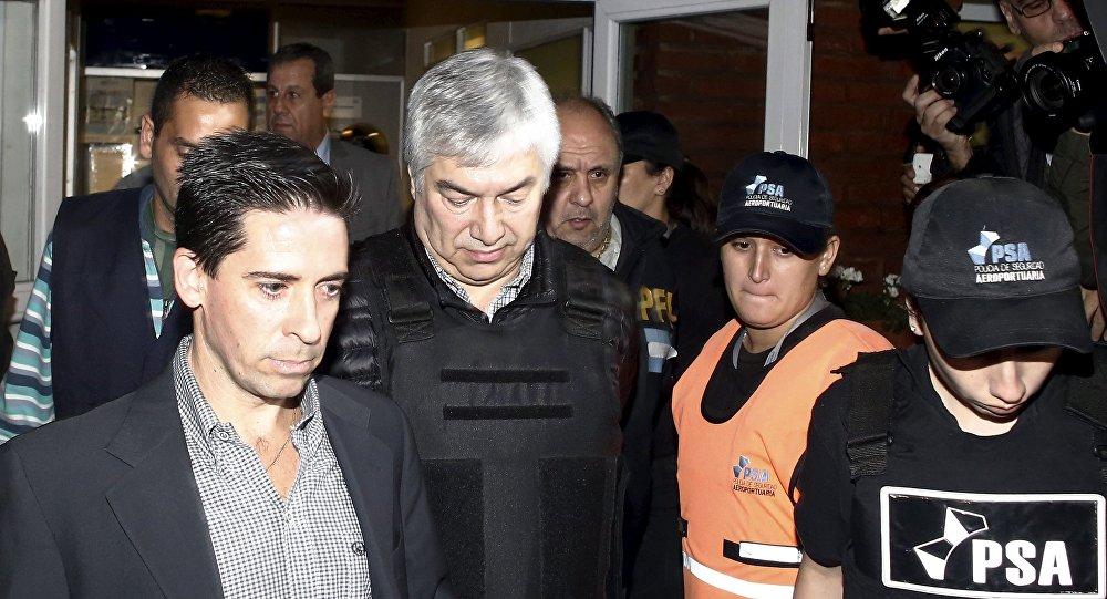 Lázaro Báez, empresario argentino (centro)