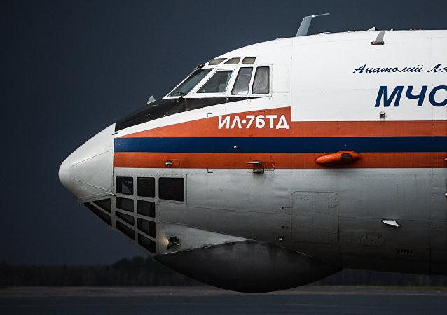 Avión Il-76 del Ministerio de Emergencia de Rusia