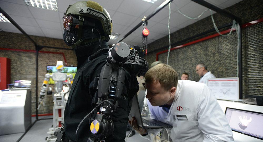 Un robot durante una demostración en la ciudad rusa de Klimovsk