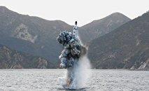 Lanzamiento de un misil desde un submarino por Pyongyang (Archivo)