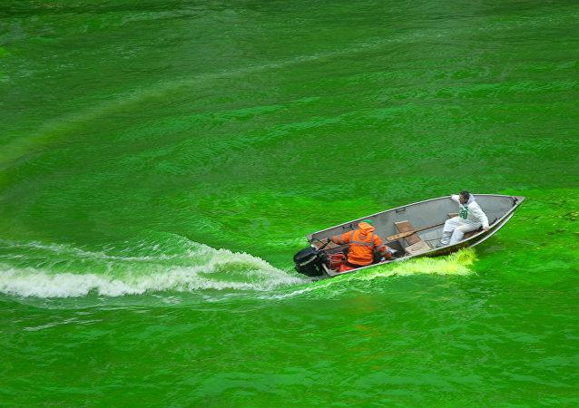 El Río Chicago teñido de verde durante el día de San Patricio