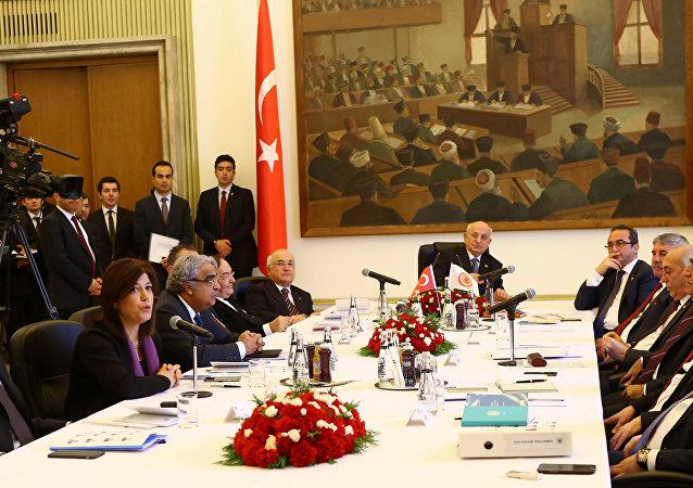 El parlamento turco durante la discusión de nuevo borrador de la Constitución