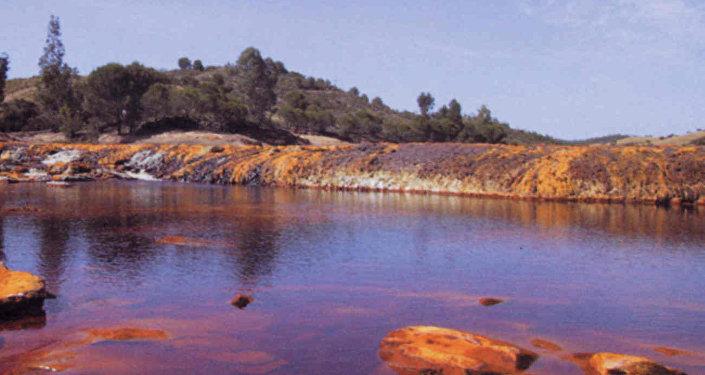 Río rojo (archivo)