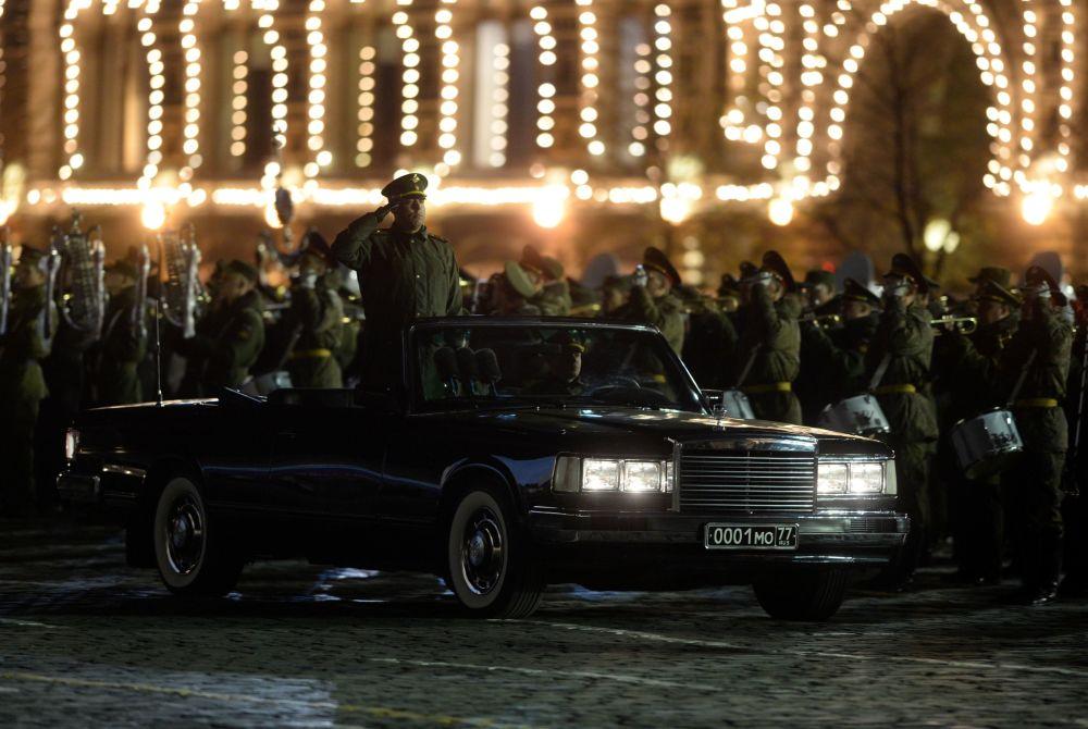 Ensayo nocturno del desfile del Día de la Victoria en la Plaza Roja