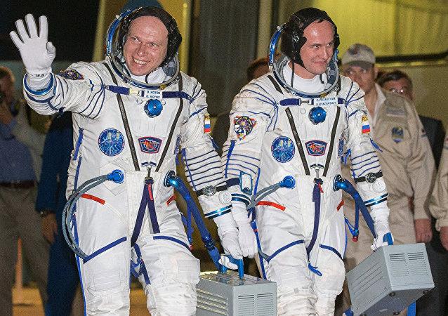 Los cosmonautas rusos, Serguéi Riazanski y Oleg Kótov