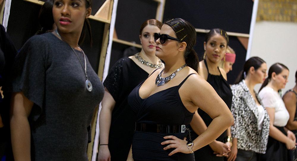 Modelos 'plus size' en un desfile de moda en Londres